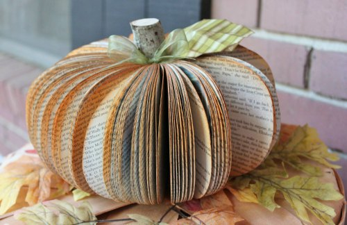 Thanksgiving Decoration Ideas - paper pumpkin centerpiece