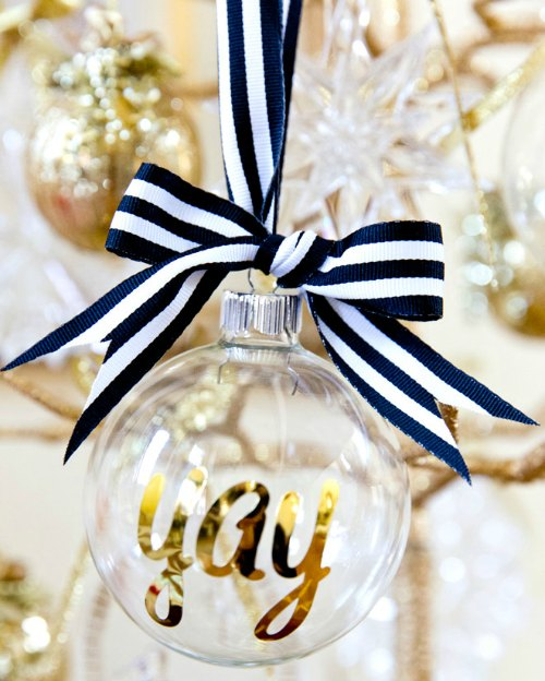 DIY Christmas Ornament - Adorable Personalized ornament with decorative ribbon