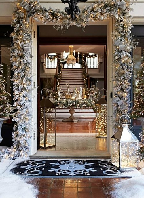 Gorgeous entry way - Christmas Decorations