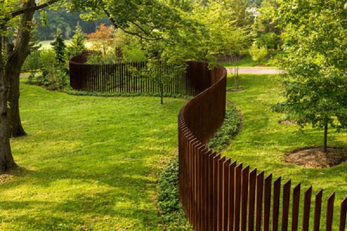 Unique Curved Wooden Picket Fence