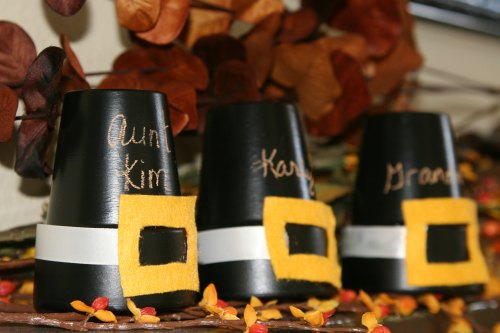 Thanksgiving Decoration Ideas - Painted pot pilgrim hat centerpiece