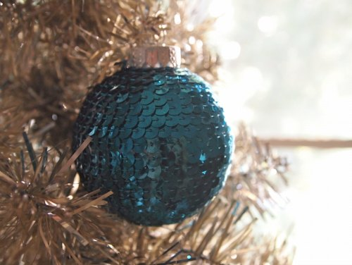 DIY Christmas Ornament - sequin wrapped ornament