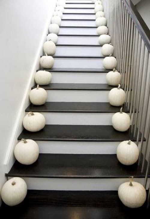 Simple Elegant DIY Thanksgiving Decor Stairs