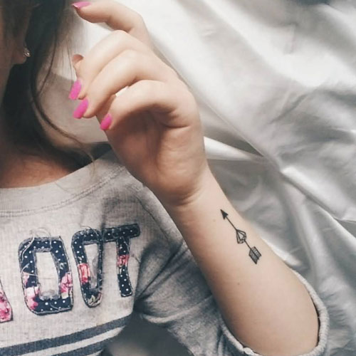 Simple Arrow Tattoo On Wrist - Arrow Through Diamond Tattoo