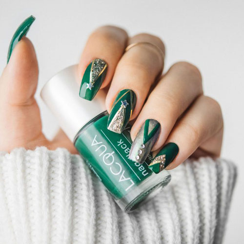 Green and Gold Christmas Nails